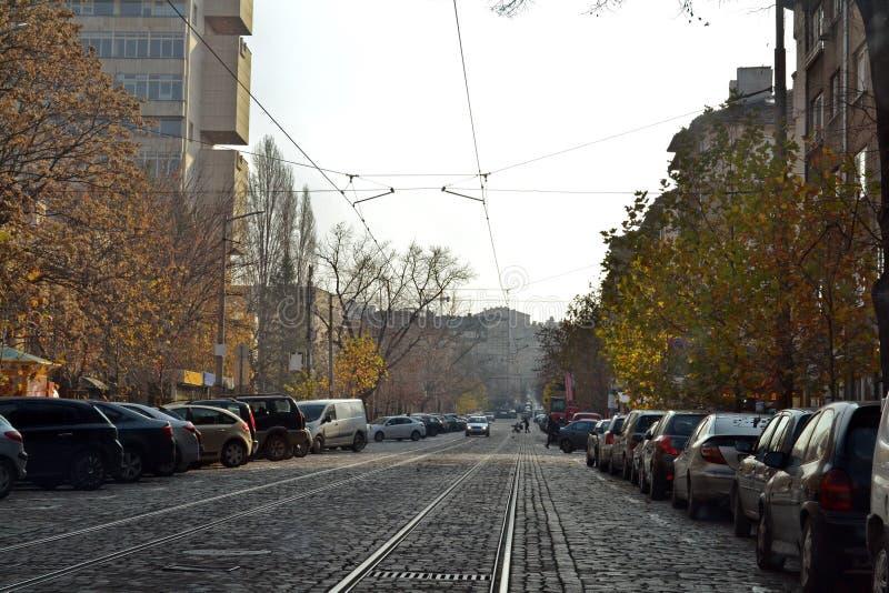 Estrada pavimentada em Sófia, a capital de Bulgária fotografia de stock