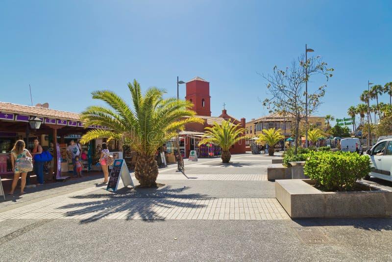 Estrada pedestre ao mar ao longo do avenida Eugenio Dominguez Alfon fotografia de stock royalty free