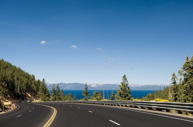 Estrada por Lake Tahoe imagens de stock