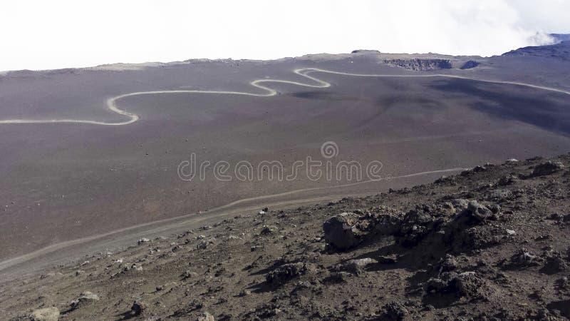 Estrada que conduz à cimeira da montanha Etna imagem de stock royalty free