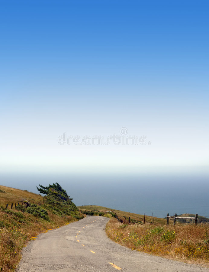 Estrada que conduz ao oceano imagem de stock royalty free