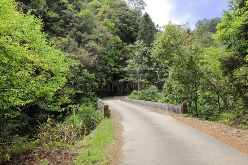 Estrada quieta do campo, adôbe rgb fotos de stock