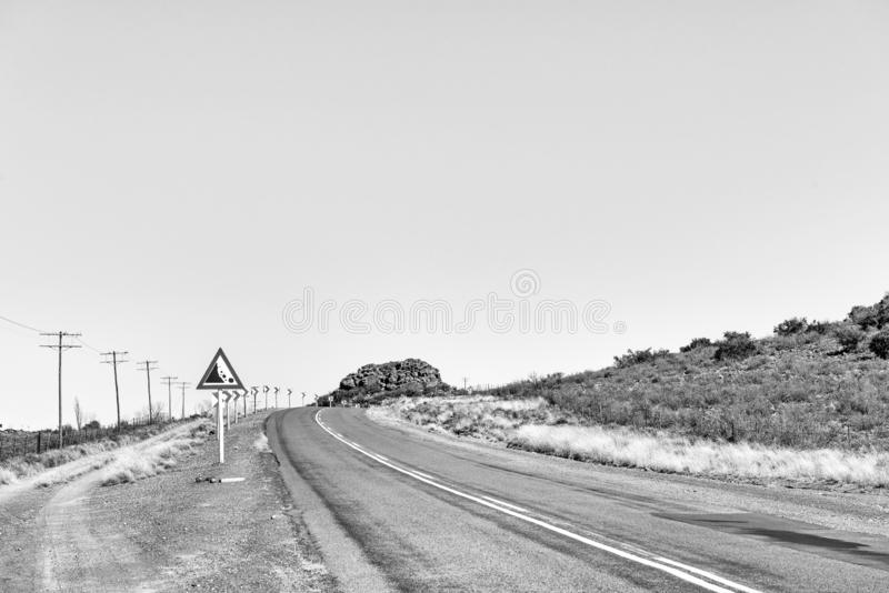 Estrada R48 em Modderfontein entre Phillipstown e De Aar monocromático foto de stock royalty free