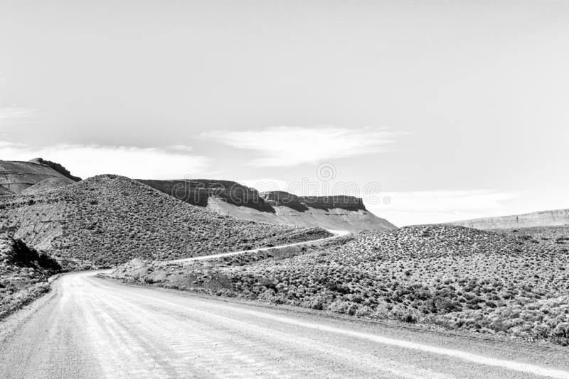 Estrada R355 na passagem de Bloukrans perto de Calvinia monocromático imagem de stock