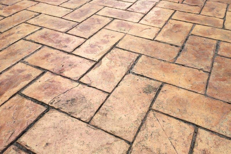 Estrada rachada velha da rua da pedra do tijolo de Brown do Grunge Passeio, fundo da textura do pavimento imagem de stock royalty free