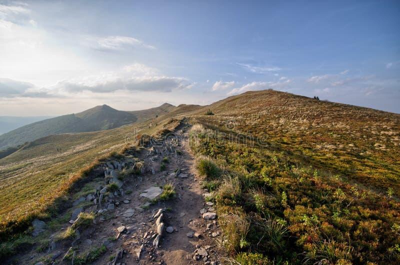 Estrada rochoso nas montanhas imagem de stock royalty free