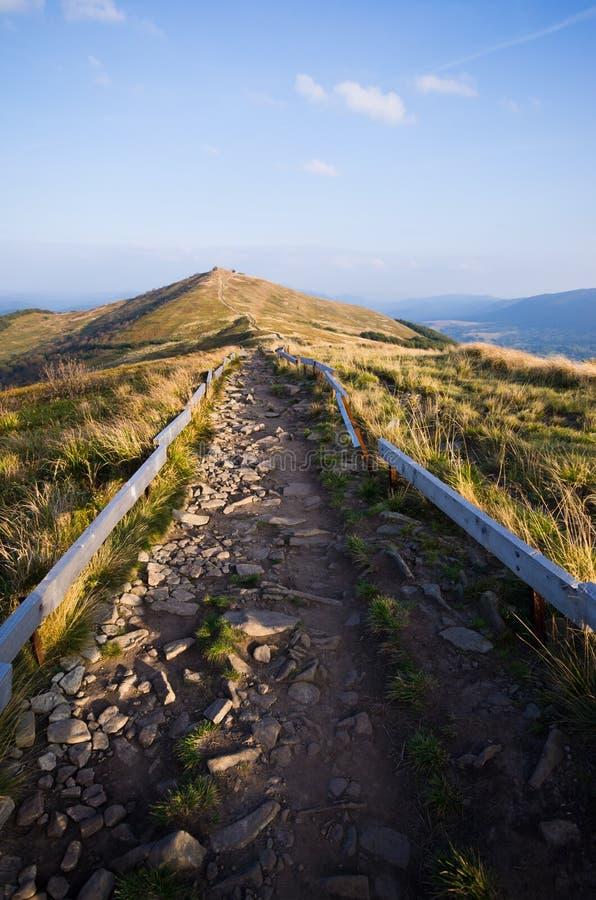 Estrada rochoso nas montanhas imagem de stock