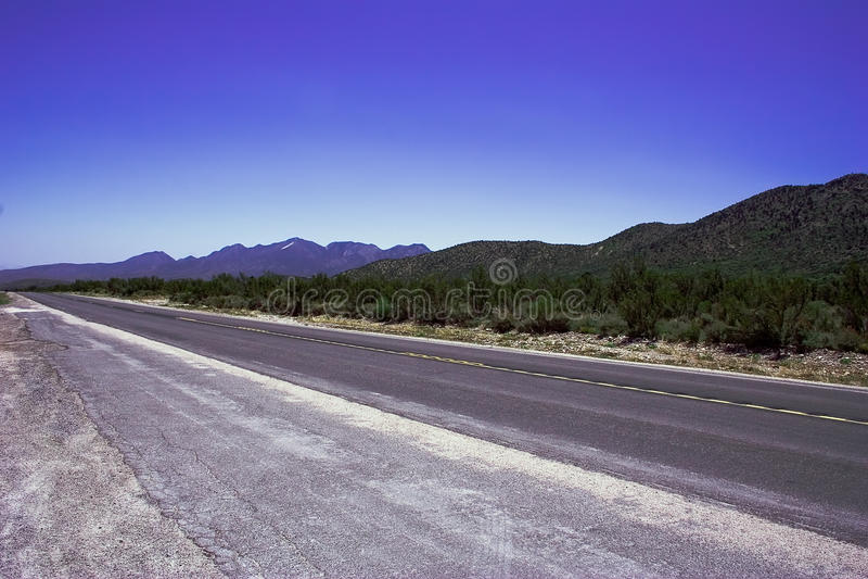 Download Estrada romântica vazia foto de stock. Imagem de freeway - 10056470