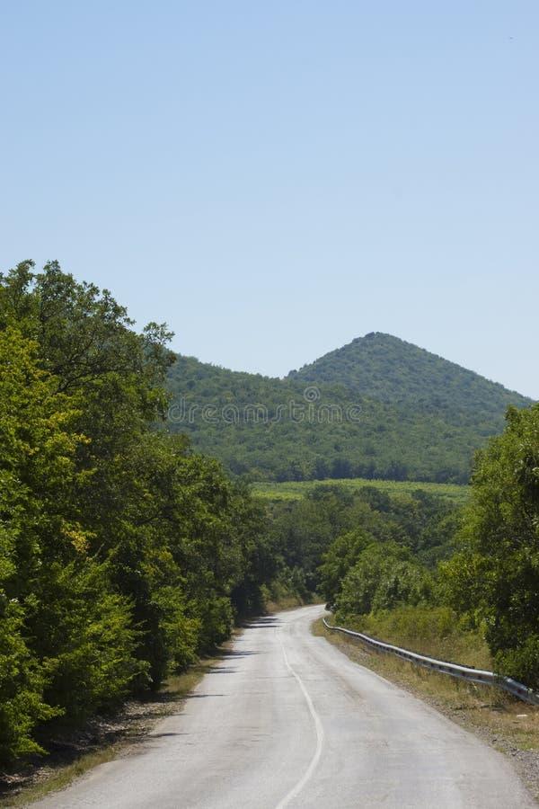 Estrada rural nas montanhas fotografia de stock