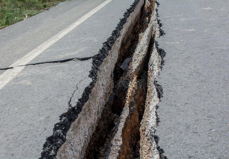 A estrada tem quebras em Tailândia foto de stock