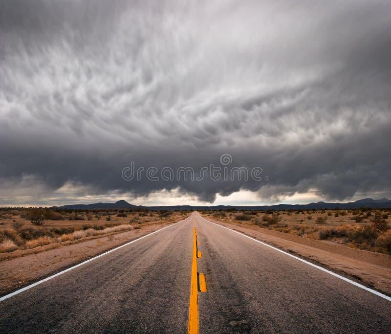 Estrada tormentoso