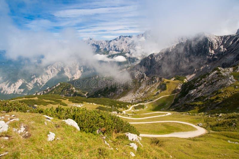 Estrada Trekking da montanha imagens de stock