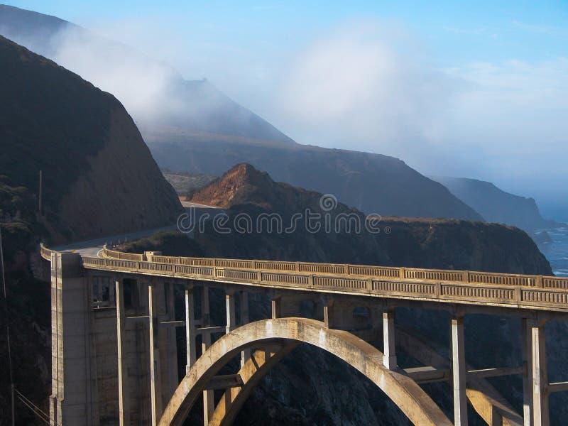 Estrada Twisty à ponte de Bixby fotos de stock