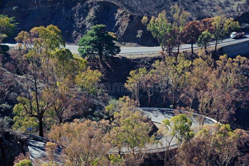 Estrada Twisty das montanhas fotografia de stock