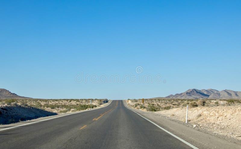 Estrada vazia do deserto fotos de stock