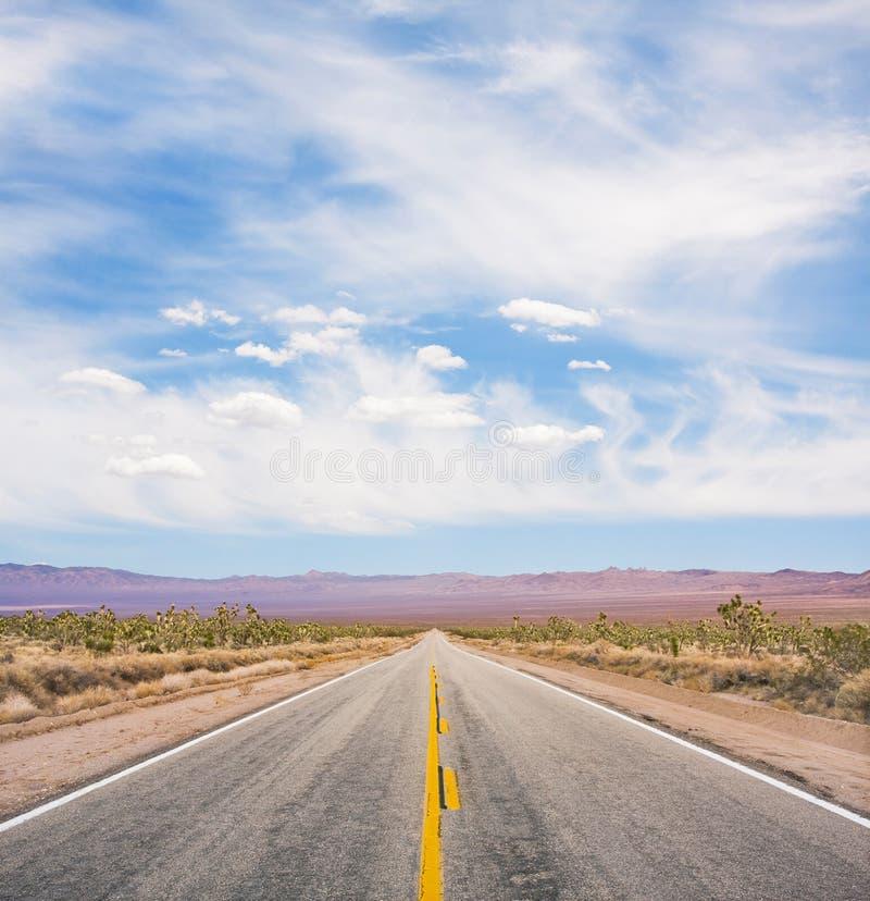 Estrada vazia do deserto fotografia de stock royalty free