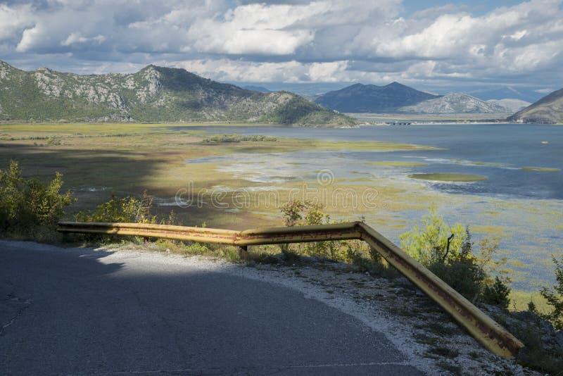 A estrada vazia em algum lugar em Montenegro fotografia de stock