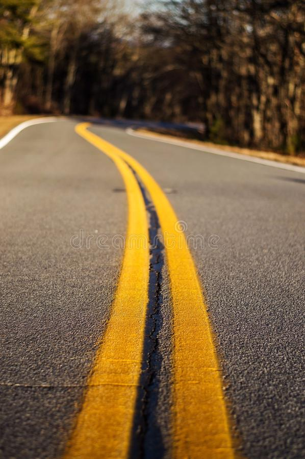 A estrada viajou menos foto de stock