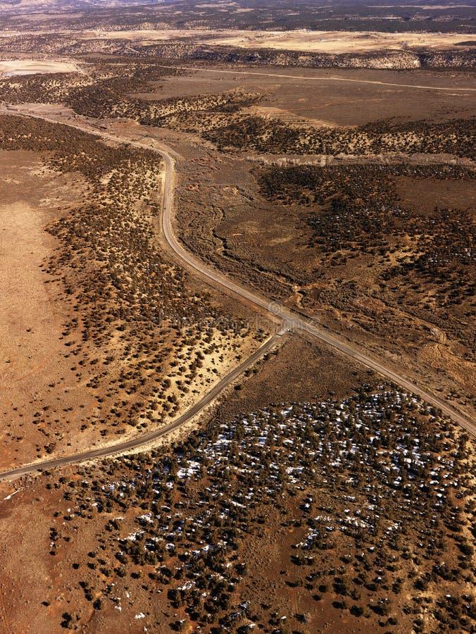 Estradas com uma paisagem do deserto imagem de stock royalty free