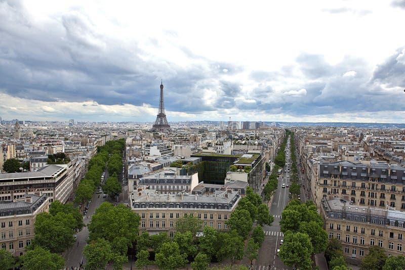 Estradas da opinião superior dois do DES Champs-Elysees Paris da avenida imagens de stock