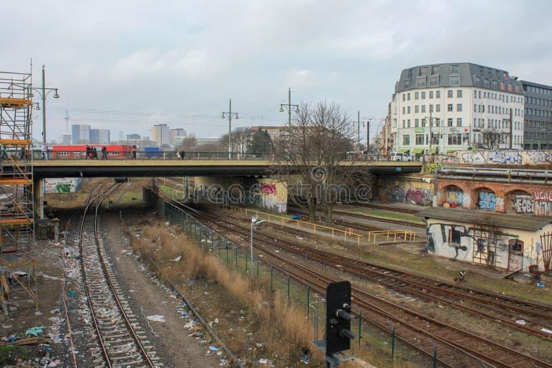 Estradas de ferro da cidade de Berlim completamente do lixo fotos de stock royalty free