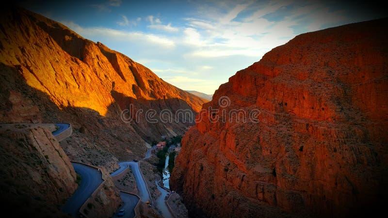 Estradas de Morrocan fotos de stock
