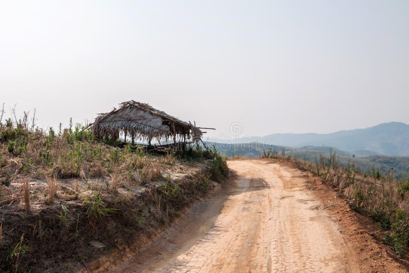Estradas em áreas rurais de países em vias de desenvolvimento imagem de stock royalty free