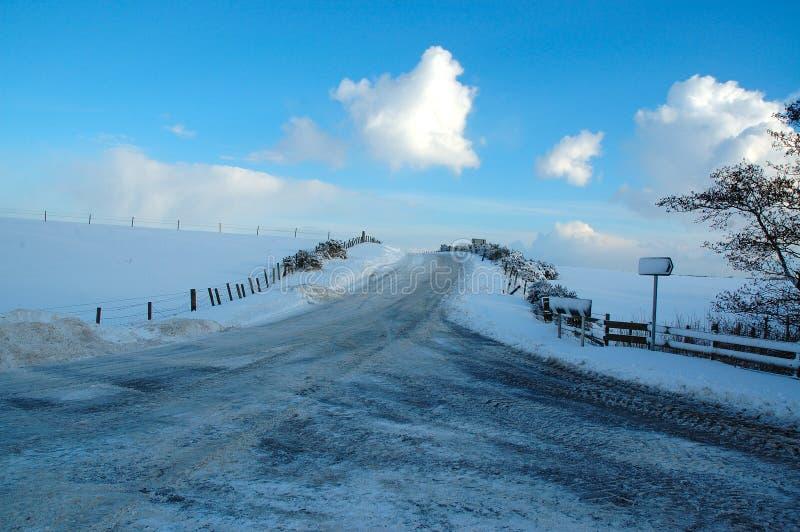 Estradas no inverno foto de stock