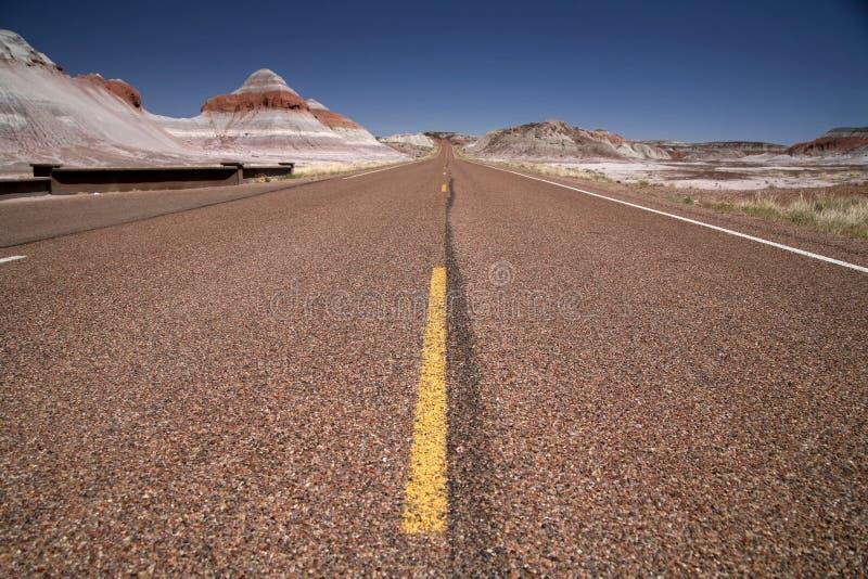 Estradas nos EUA - através do deserto fotografia de stock
