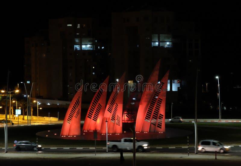 Estradas transversaas circulares na cidade da noite de Ashdod imagens de stock