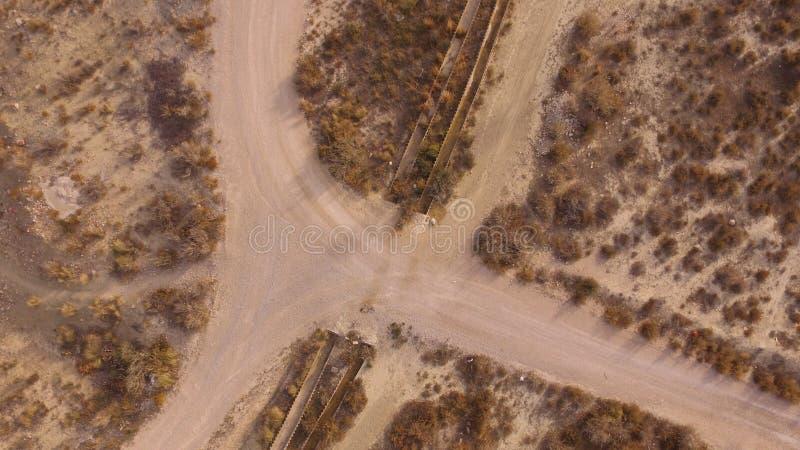 Estradas transversaas e água imagem de stock