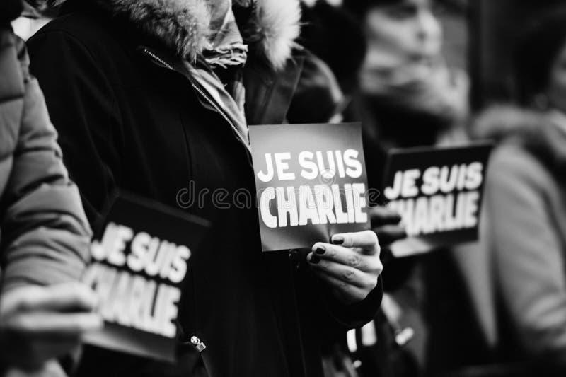 Estrasburgo lleva a cabo la vigilia silenciosa para ésos matados en el ataque de París foto de archivo