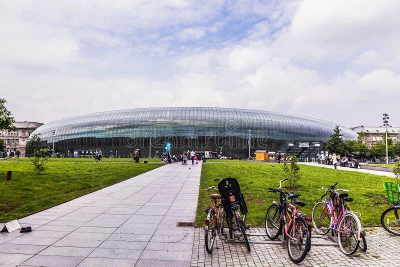 Estrasburgo pintoresca, Francia en Europa Estación de tren imagenes de archivo