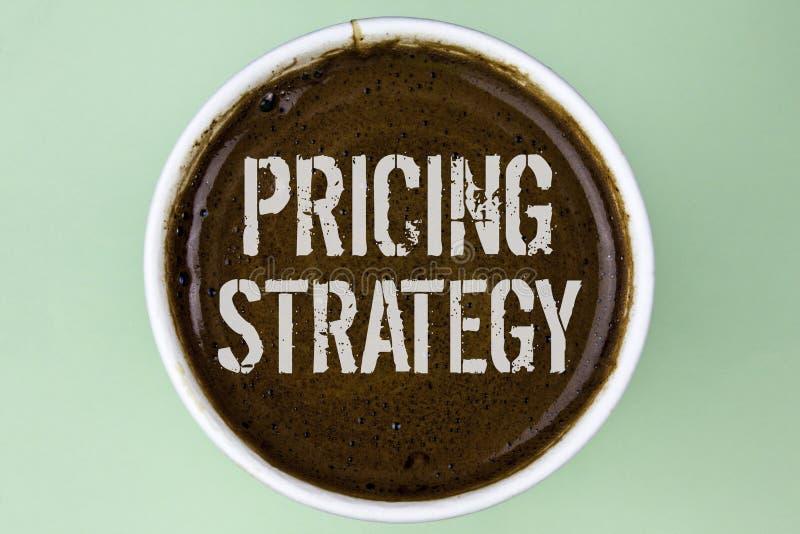 Estratégia de fixação do preço do texto da escrita da palavra O conceito do negócio para estratégias de mercado das vendas lucra  fotografia de stock royalty free