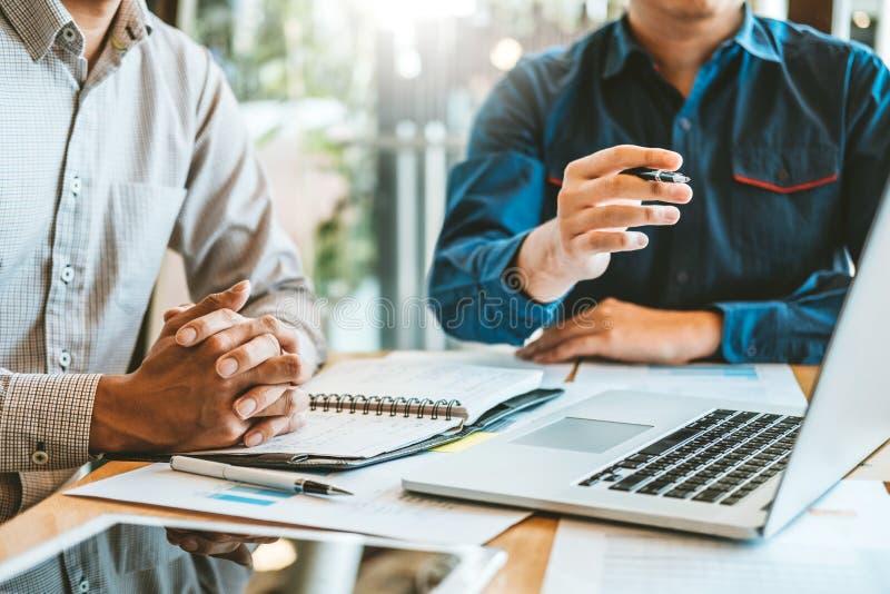 estratégia e conceituar planejando detrabalho da reunião de Team Consulting do negócio o projeto novo do negócio fotos de stock royalty free