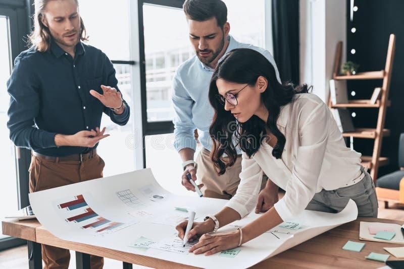 Estratégia empresarial nova planeando Grupo de negócio seguro novo foto de stock