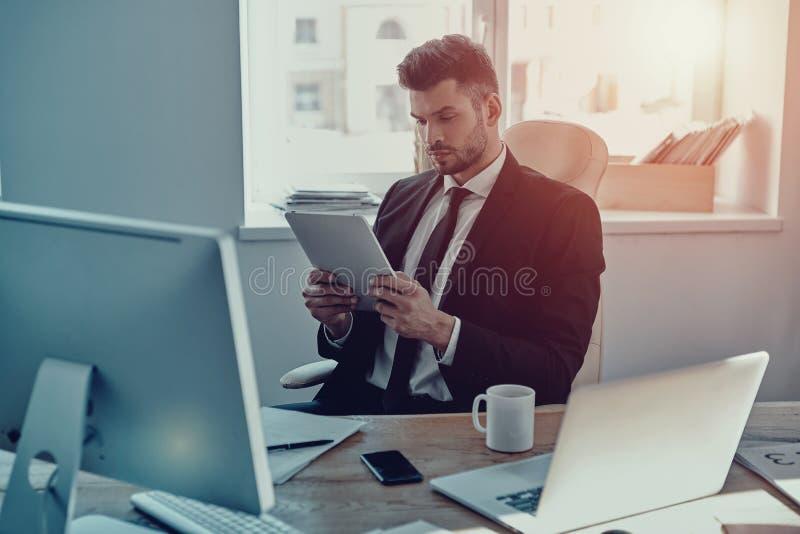 Estratégia empresarial nova planeando fotografia de stock