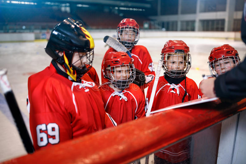 Estrategia de la formación en partidos del hockey imagenes de archivo