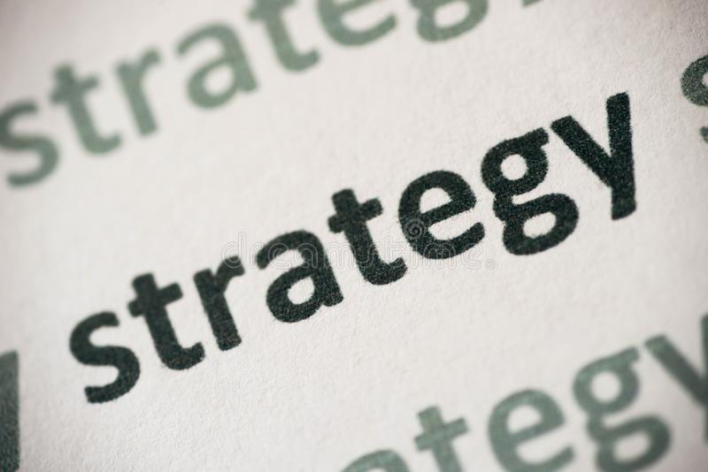 Estrategia de la palabra impresa en la macro de papel imágenes de archivo libres de regalías