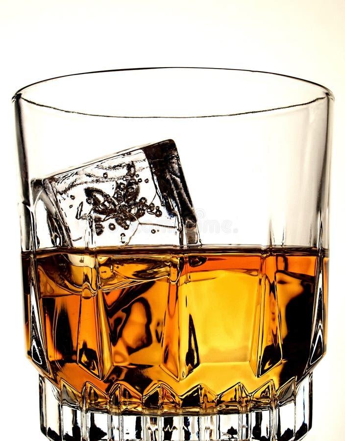 Estratto della bottiglia & di vetro di whisky fotografia stock