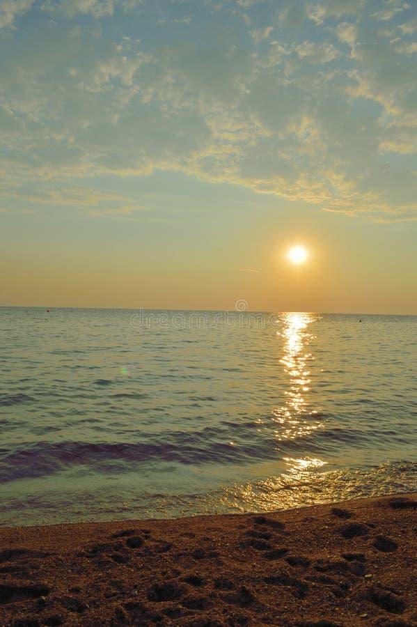 Estratto della spiaggia con il tramonto immagine stock libera da diritti