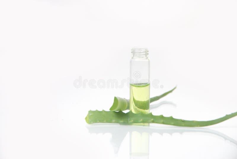 Download Estratto Di Piante. Chimica Naturale. Immagine Stock - Immagine di chimica, radura: 30831513