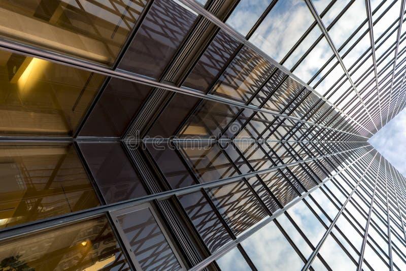 Estratto moderno X della costruzione fotografie stock
