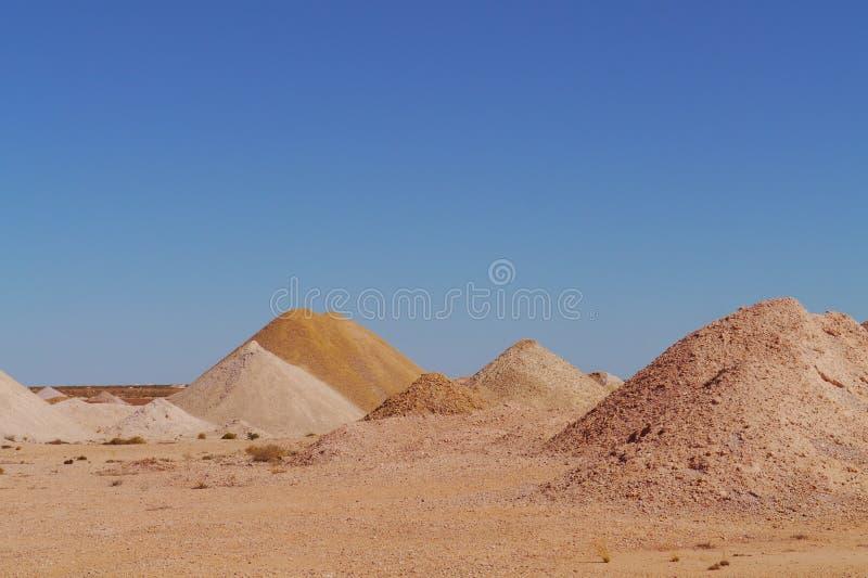 Estrazione mineraria opalina nell'entroterra australiana immagini stock libere da diritti