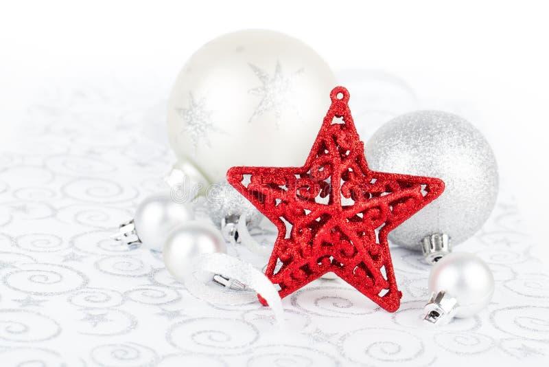 Estrela brilhante do Natal com decoração do xmas foto de stock
