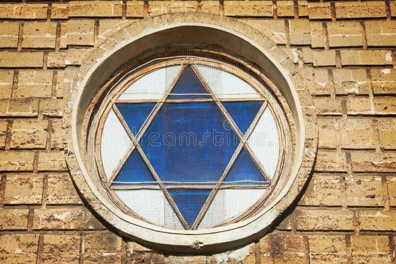 Estrela de David azul na janela fotografia de stock royalty free