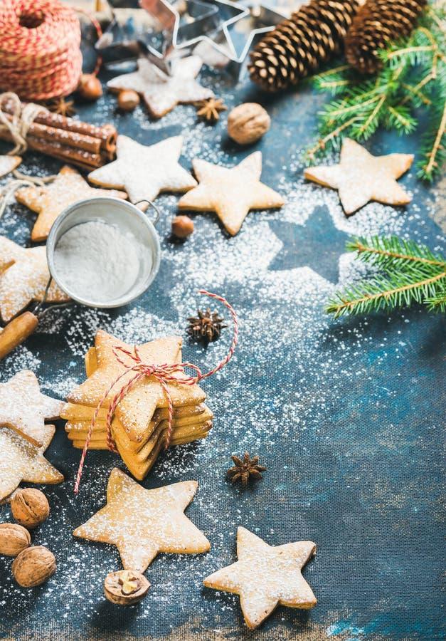 Download A Estrela Do Natal Deu Forma A Cookies Com Canela, Anis E Porcas Imagem de Stock - Imagem de biscoito, presente: 80101811