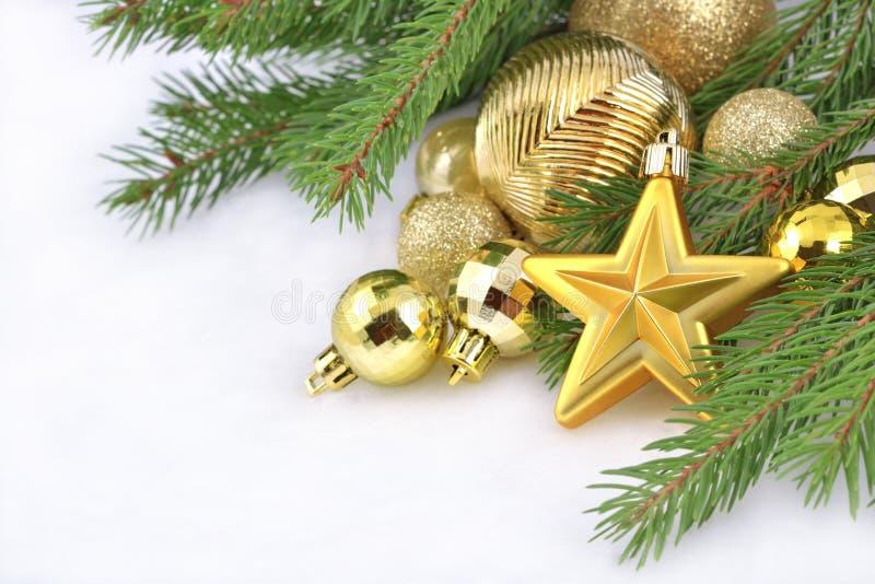 Estrela do ouro e decorações do Natal foto de stock royalty free