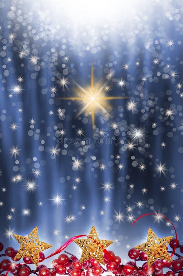Estrela no fundo estrelado azul imagens de stock royalty free