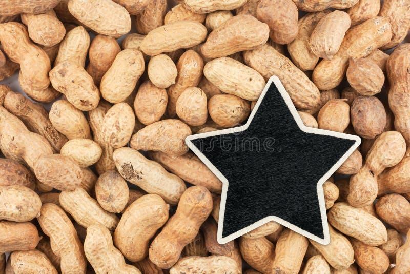 A estrela, ponteiro, preço, etiqueta, encontra-se em amendoins fotografia de stock royalty free